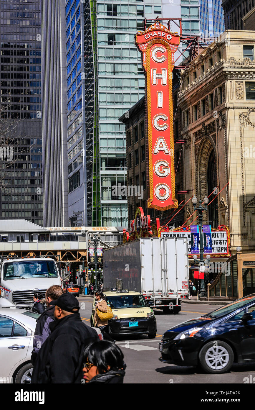 Chicago, Street Scene at Chicago Theater, Chicago, Illinois, USA, North America, Stra§enszene am Chicago Theatre, - Stock Image