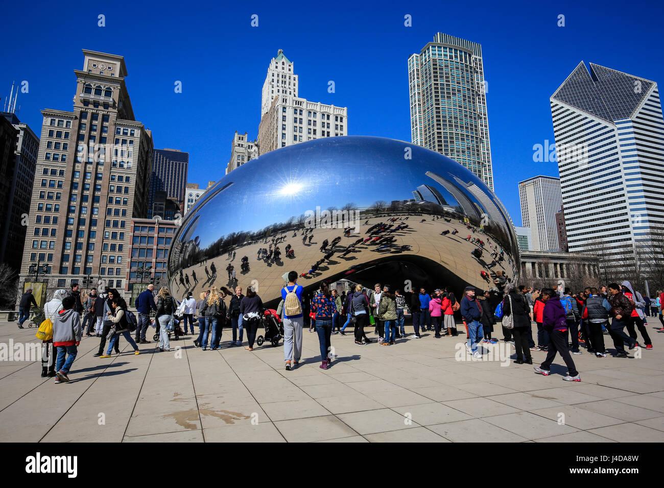 Tourists visit the sculpture Cloud Gate, the Bean, Millennium Park, City skyline, Chicago, Illinois, USA, North - Stock Image