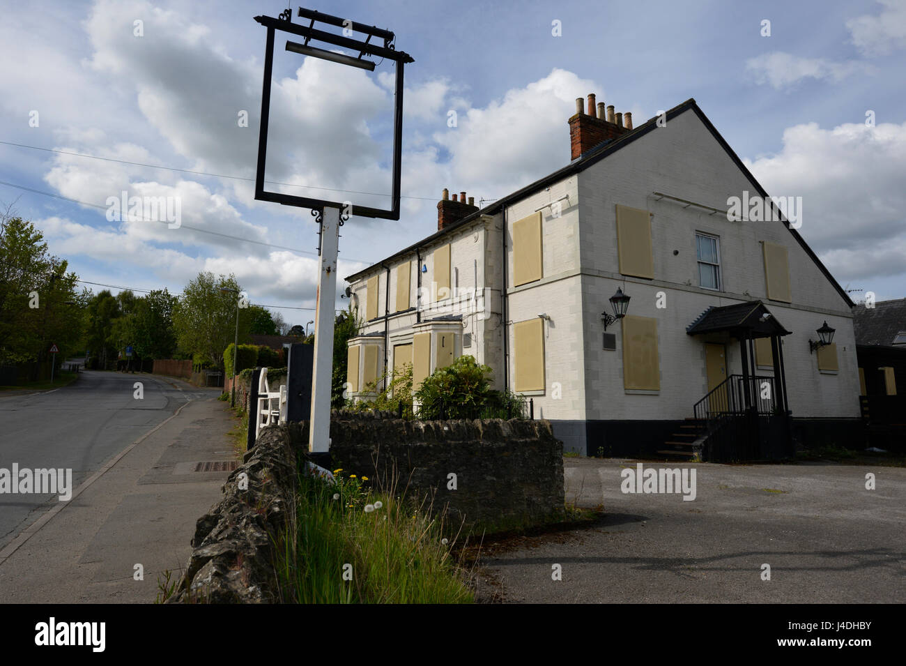The Railway Hotel, Wheatley, Oxon.  A shuttered and boarded up pub - Stock Image