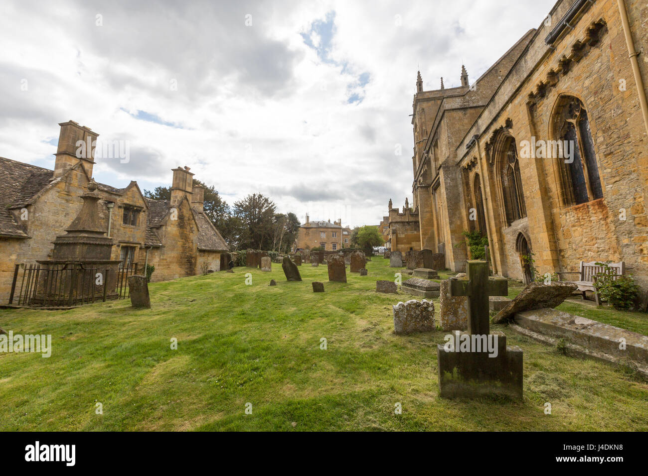 Saints' Peter and Paul Church and graveyard at Blockley,  Cotswold district of Gloucestershire, England, UK - Stock Image