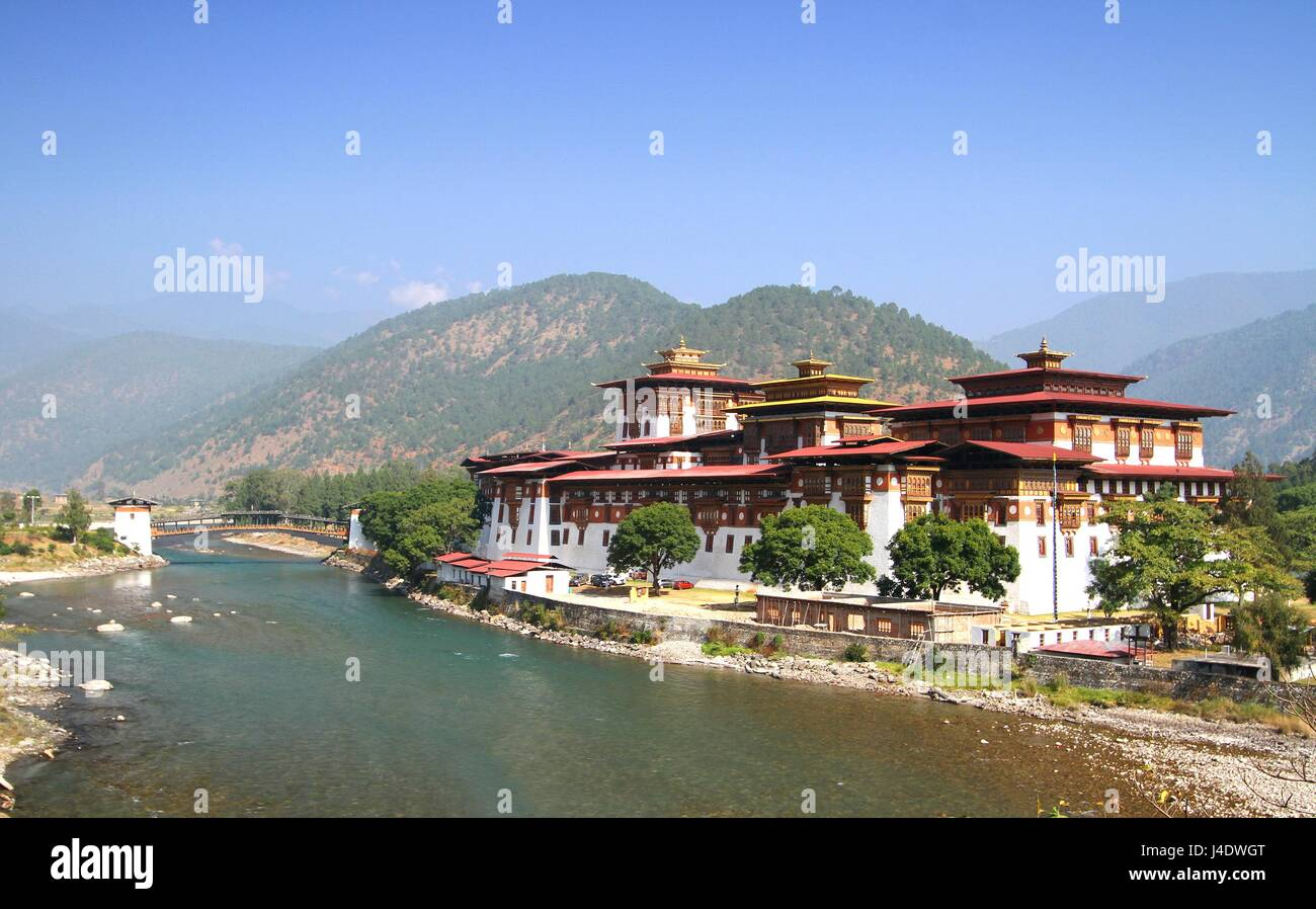 Punakha Dzong Monastery or Pungthang Dewachen Phodrang (Palace of Great Happiness) and Mo Chhu river in Punakha, - Stock Image