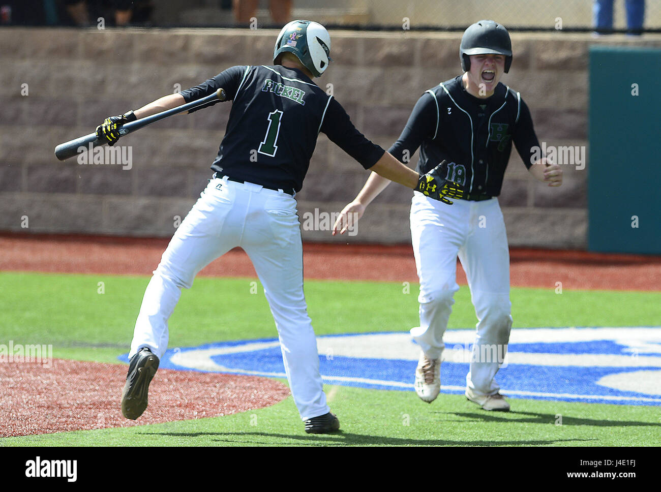 Albuquerque, NEW MEXICO, USA. 11th May, 2017. JOURNAL 051117.Hope Christian Huskies Tyler Fickel, left and teammate Stock Photo