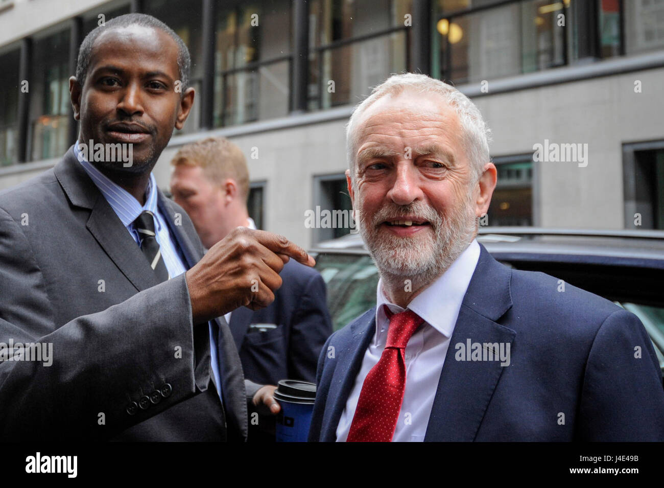 London, UK. 12th May, 2017. Jeremy Corbyn, leader of the Labour Party, arrives at Chatham House to give a speech Stock Photo
