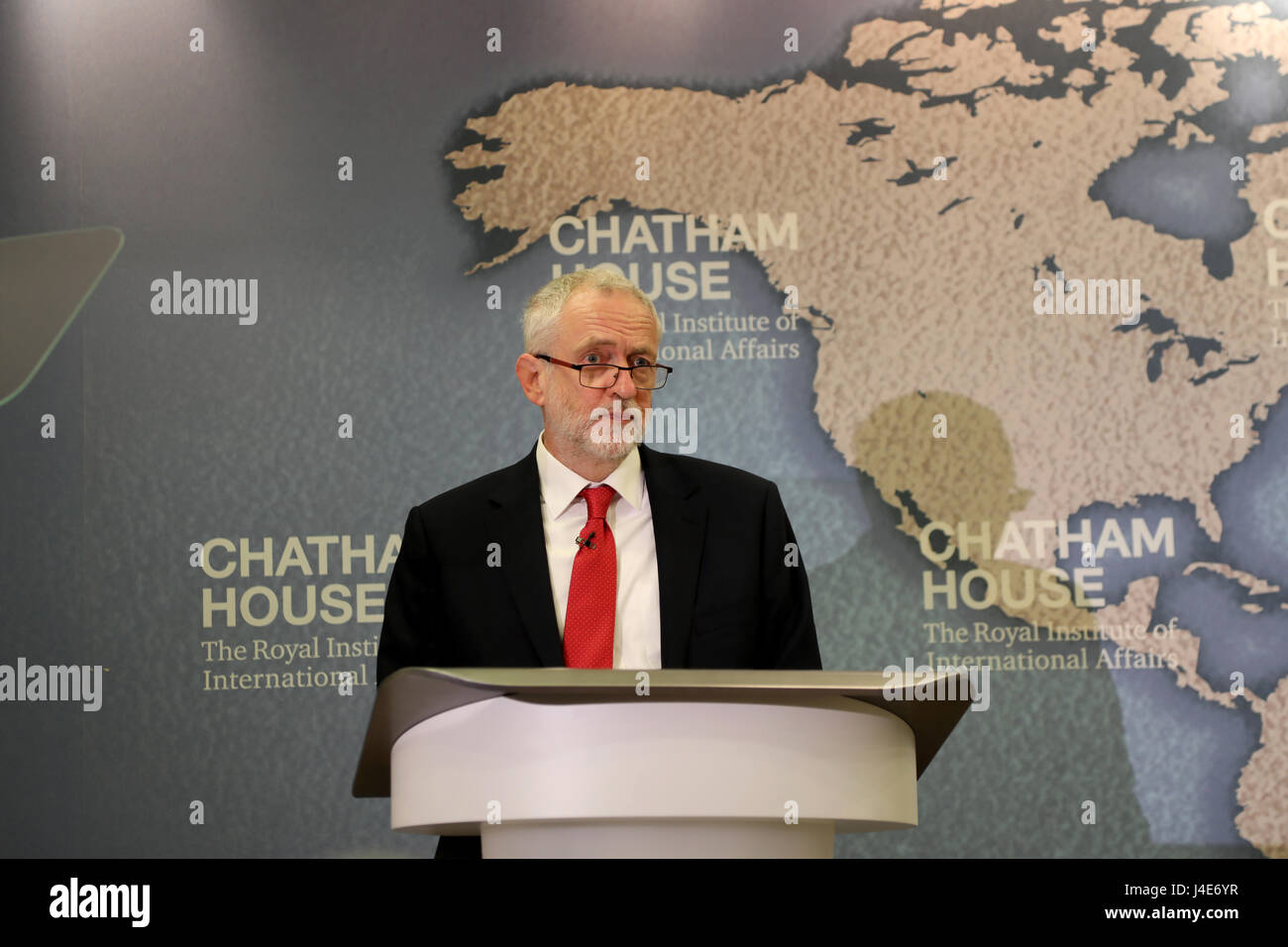 Chatham House, London, UK. 12th May, 2017. Jeremy Corbyn, leader of the Labour Party, gives a speech on his party's Stock Photo