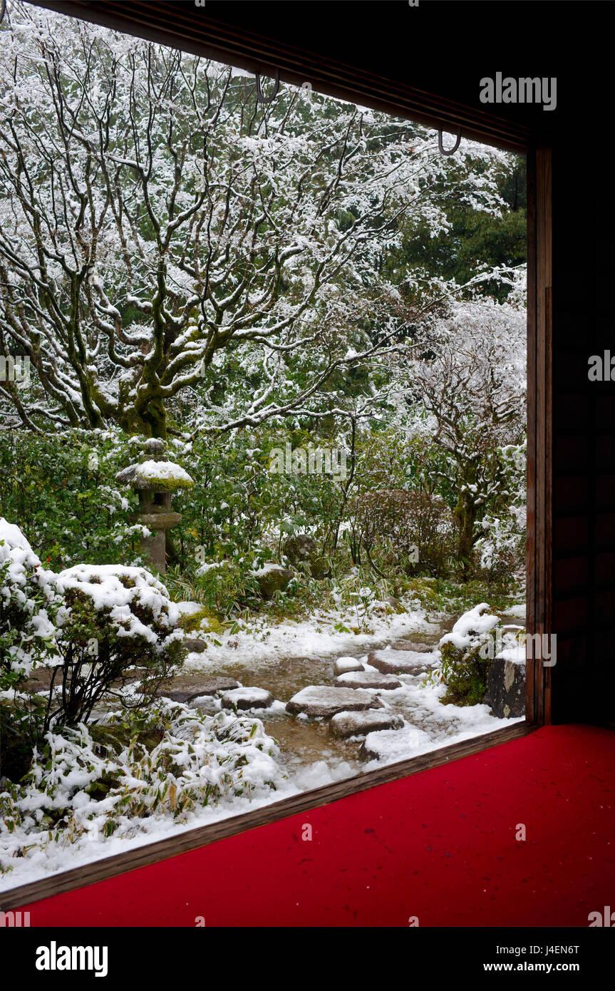 Koto-in Temple garden in snow, Kyoto, Japan, Asia - Stock Image