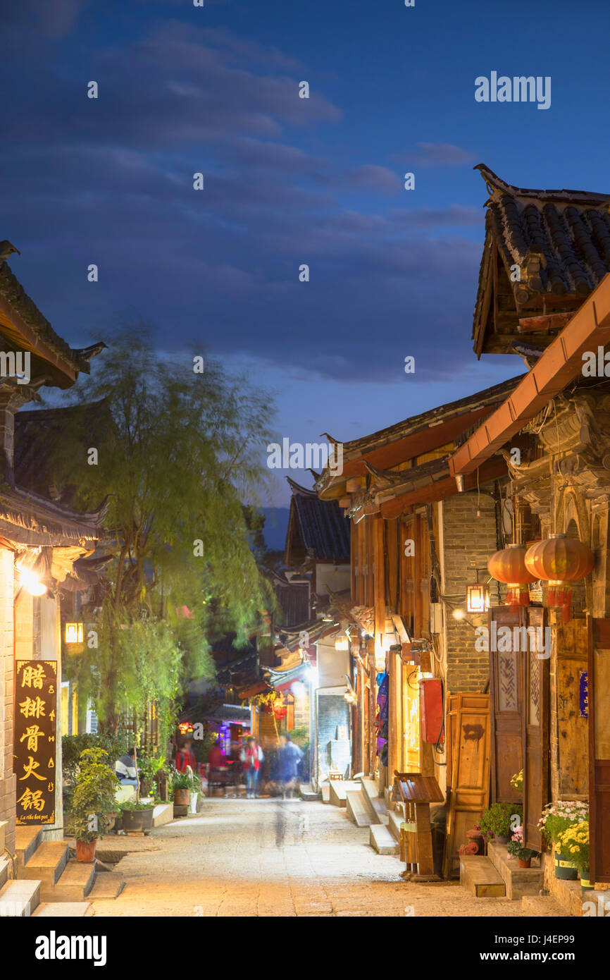 Alleyway at dusk, Lijiang, UNESCO World Heritage Site, Yunnan, China, Asia - Stock Image