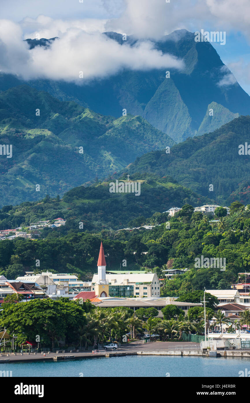 Dramatic mountains looming behind Papeete, Tahiti, Society Islands, French Polynesia, Pacific - Stock Image