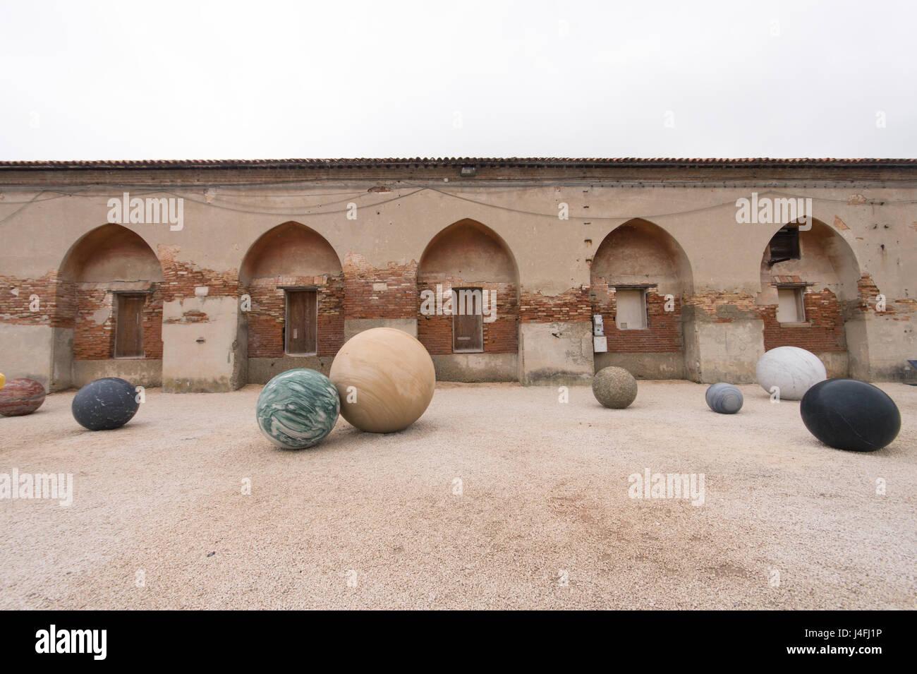 Alicja Kwade, Pars pro Toto, 2017, sculpture installation, Venice Art Biennale 2017, core exhibition at Arsenale - Stock Image