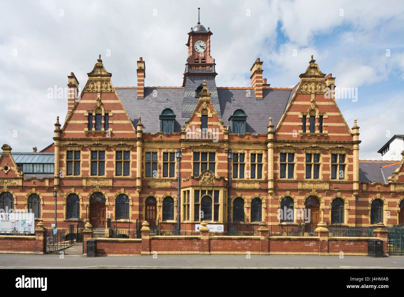 Front elevation across Hathersage Road. Victoria Baths, Manchester, United Kingdom. Architect: Henry Price, 1906. - Stock Image