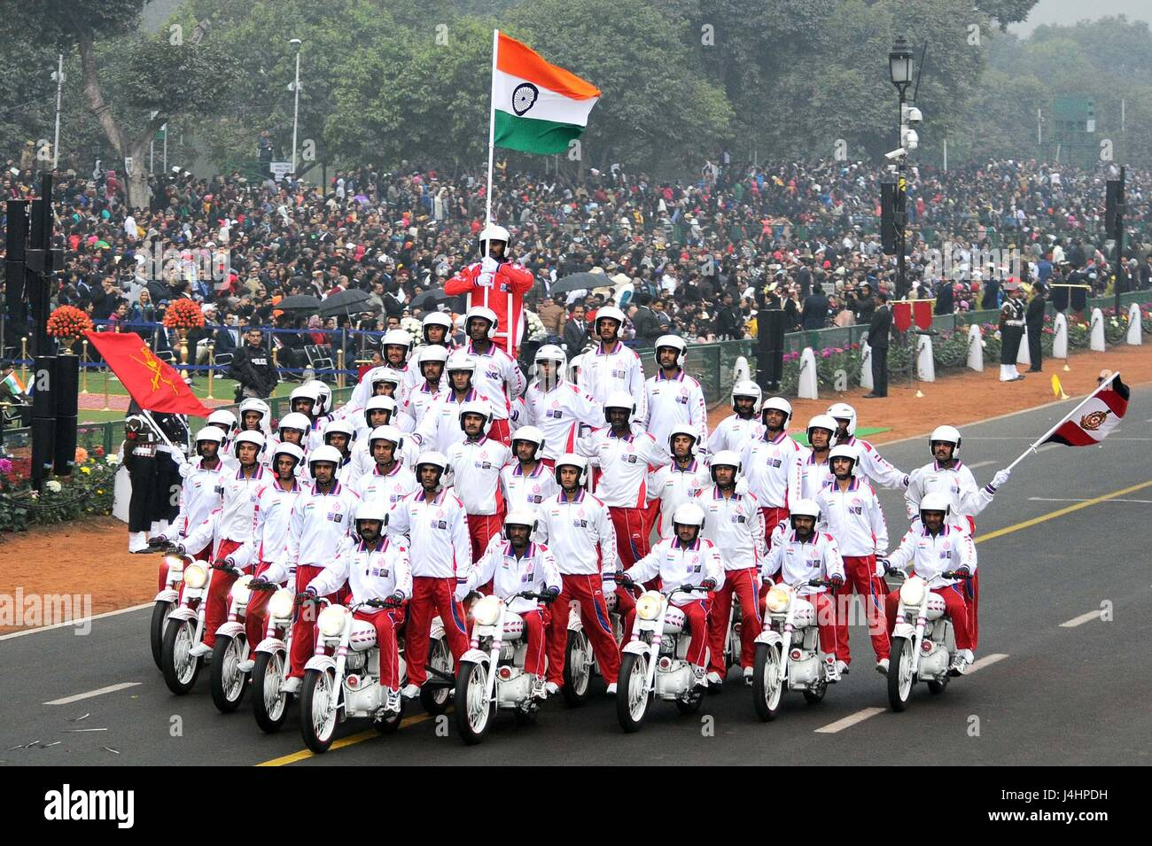 The Indian Army Corps of Military Police motorbike riders  perform daredevil stunts down the Rajpath ceremonial - Stock Image