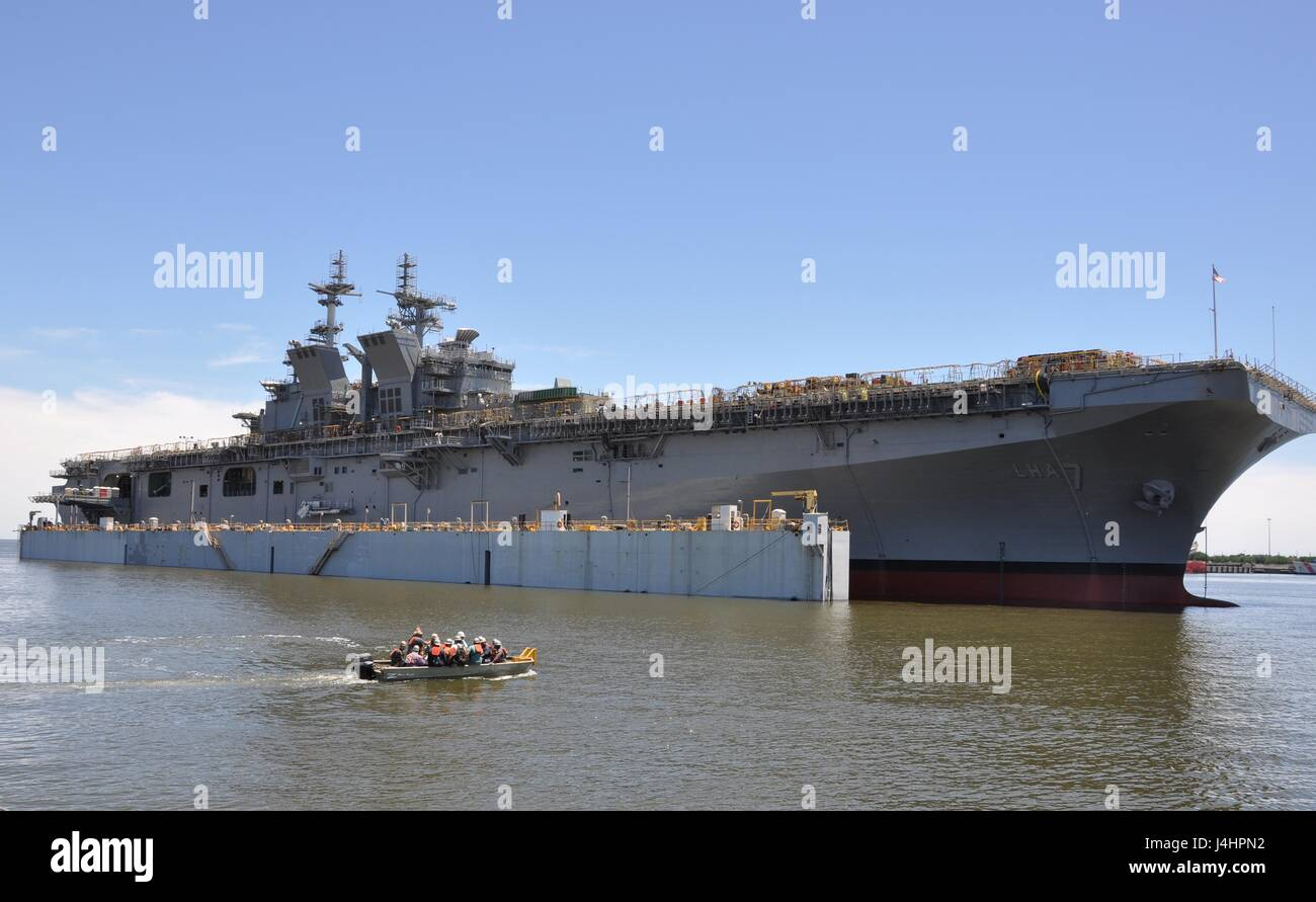 The USN America-class amphibious assault ship USS Tripoli launches from the Huntington Ingalls Industries Shipbuilding - Stock Image