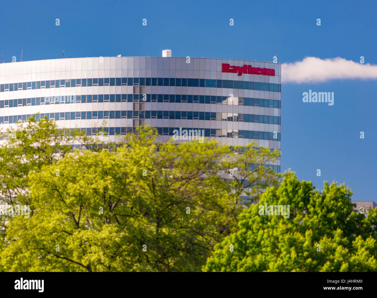 ROSSLYN, VIRGINIA, USA - Modern building with Raytheon sign. - Stock Image