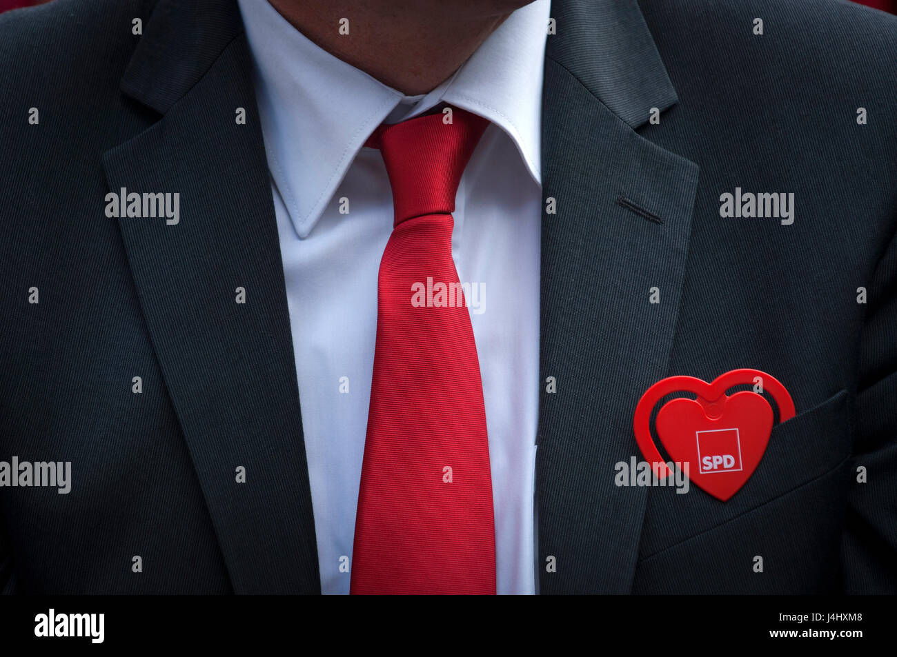 A SPD supporter at the final campaign rallies for the SPD in the North Rhine-Westphalia state elections in Duisburg, - Stock Image