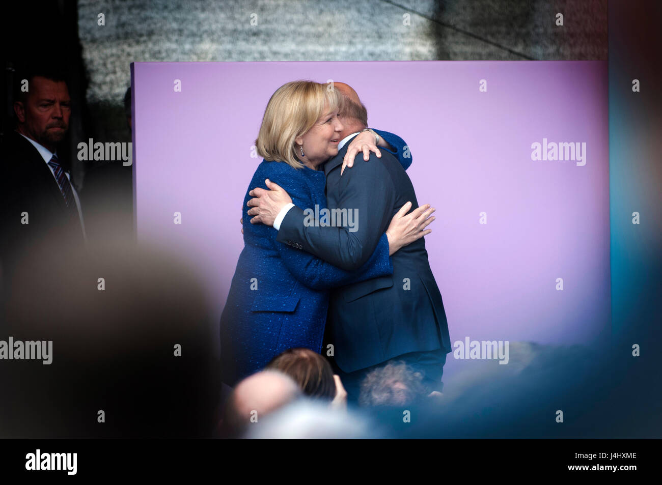 Hannelore Kraft embraces Martin Schulz at the end of his speech in Duisburg, Germany.Final campaign rallies for - Stock Image