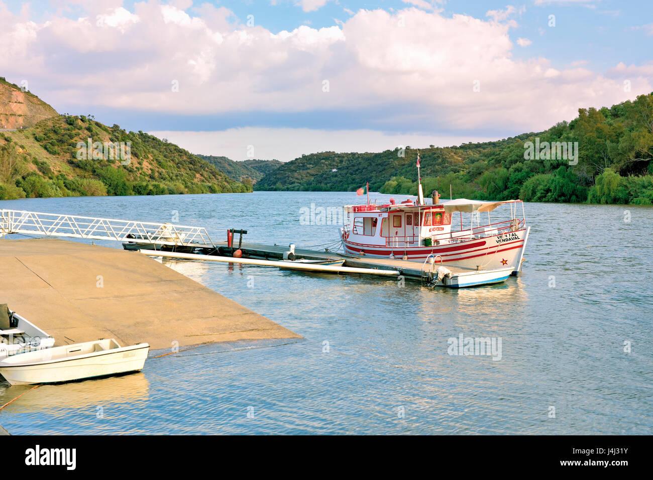 Portugal, Alentejo: Boat 'Vendaval' anchoring at quay of small riverside location Pomarao - Stock Image