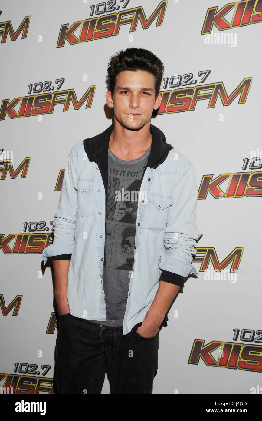 Daren Kagasoff Arrives At The Red Carpet For Kiis Fm S Wango Tango Stock Photo Alamy After dropping out of college to make a. https www alamy com stock photo daren kagasoff arrives at the red carpet for kiis fms wango tango 140541134 html