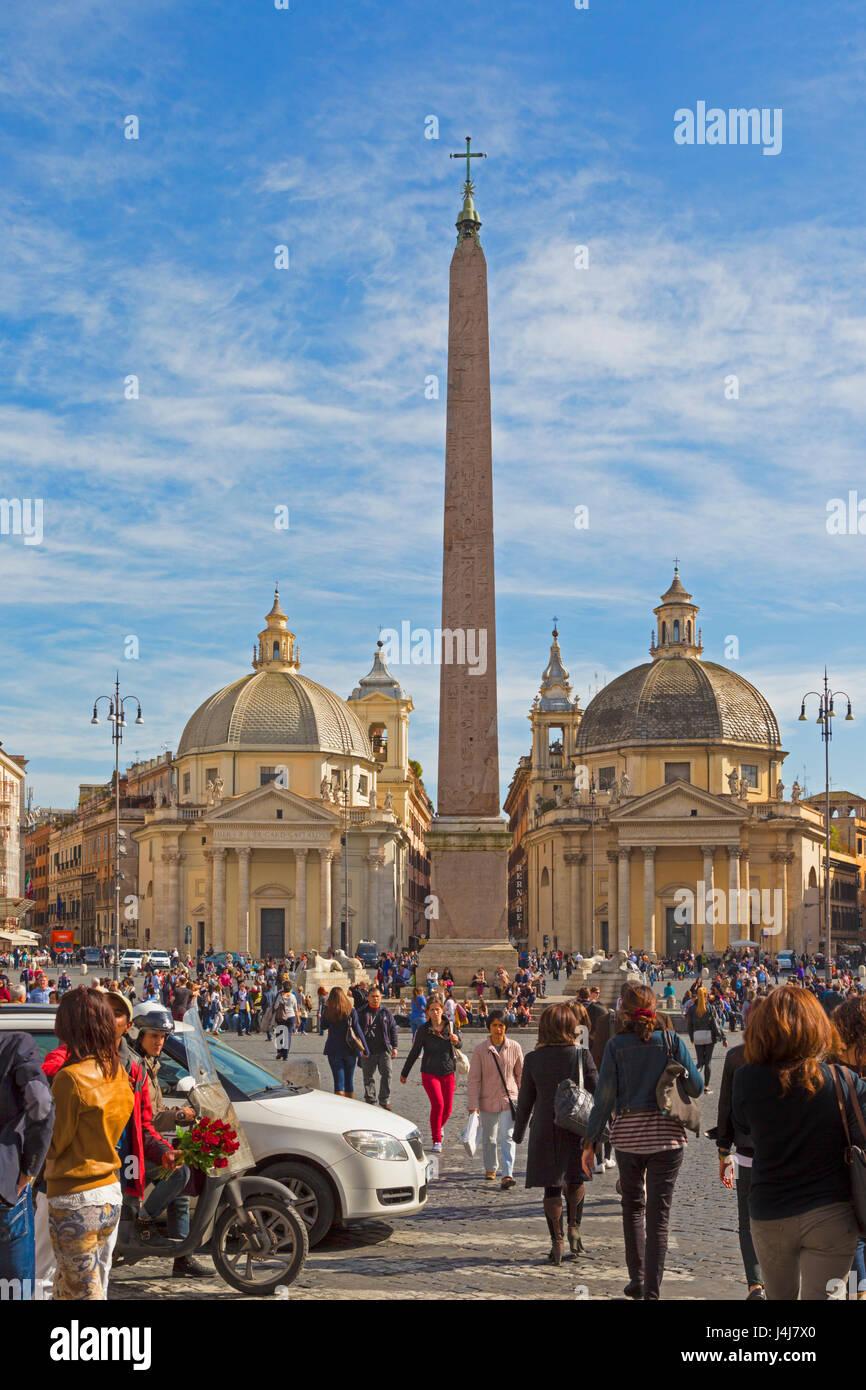 Rome, Italy.  Piazza del Popolo with Egyptian obelisk and twin churches of Santa Maria di Montesanto on the left - Stock Image