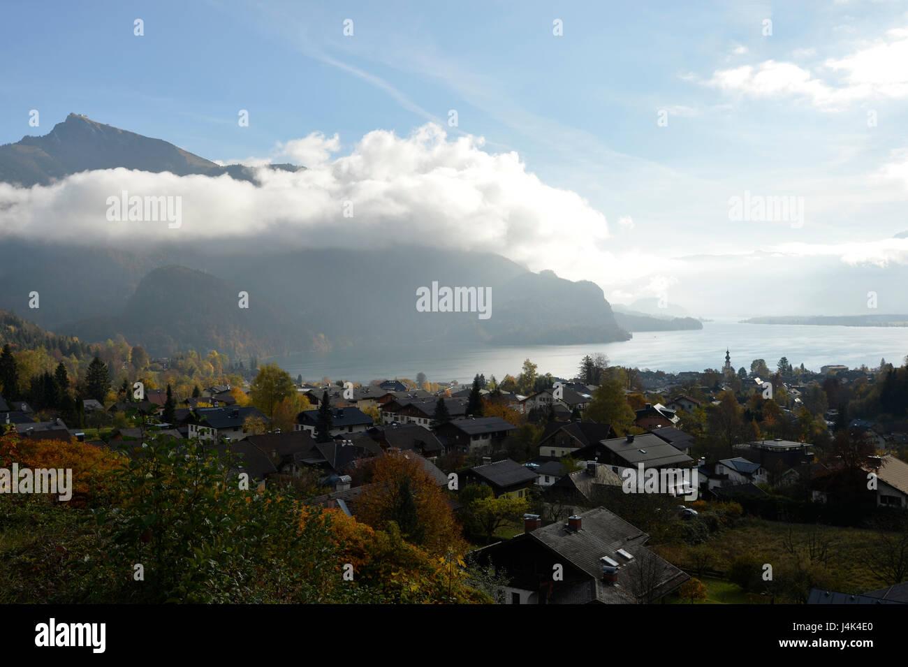 St. Gilgen and Lake Wolfgang, Salzkammergut, Austria in Autumn - Stock Image