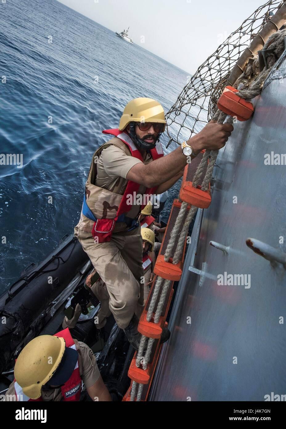 ARABIAN GULF (May 3, 2017) Royal Saudi Navy Sailors board USS Mahan (DDG 72) during visit, board, search and seizure - Stock Image