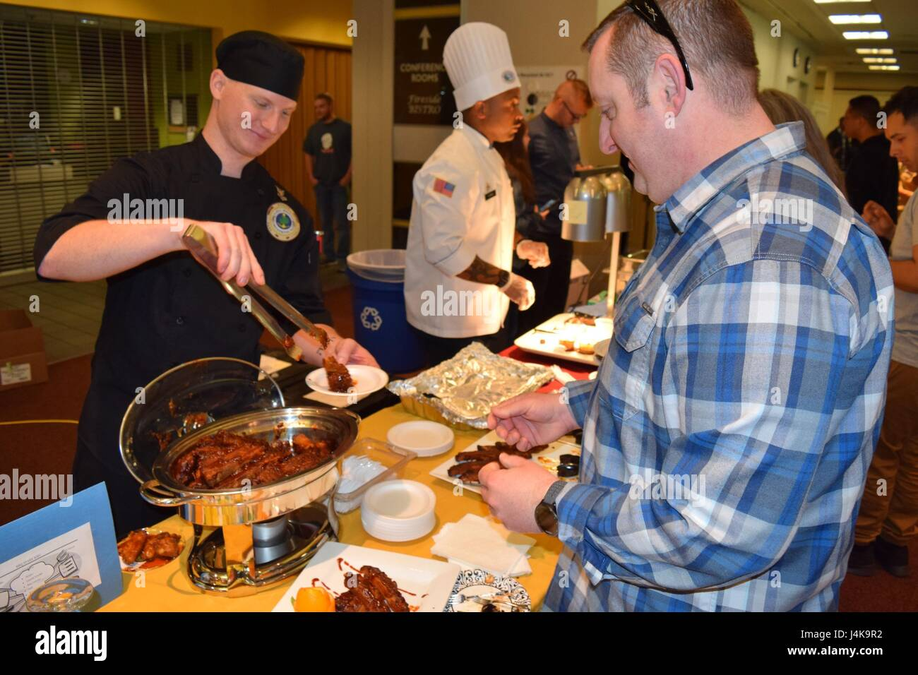 Serving up the best... Culinary Specialist 2nd Class Christopher Wojcik of Naval Hospital Bremerton provides samplings - Stock Image