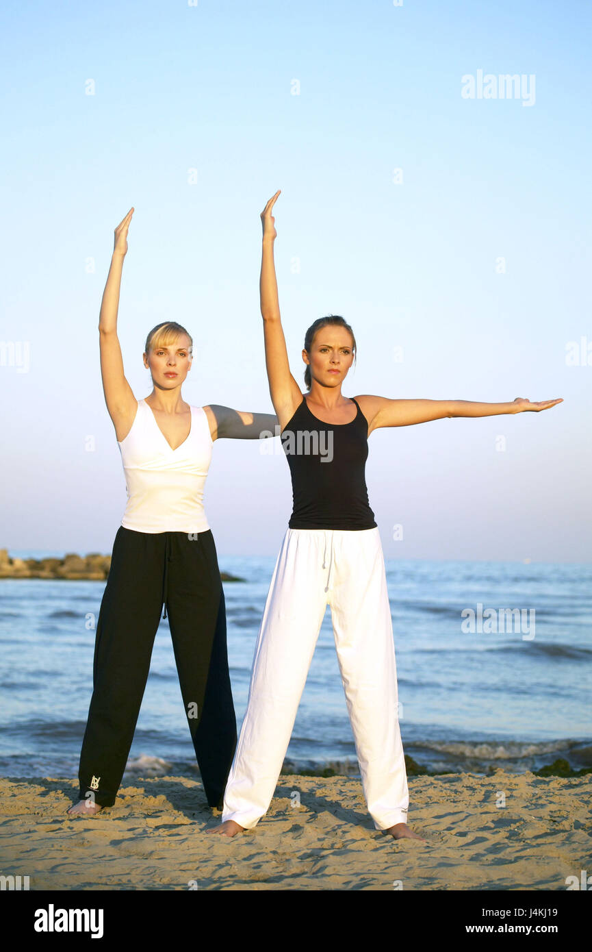 Beach Women Leisurewear Yoga Exercises 20 30 Years Friends Friendship Meditation Meditate Concentration Motion Equaliser