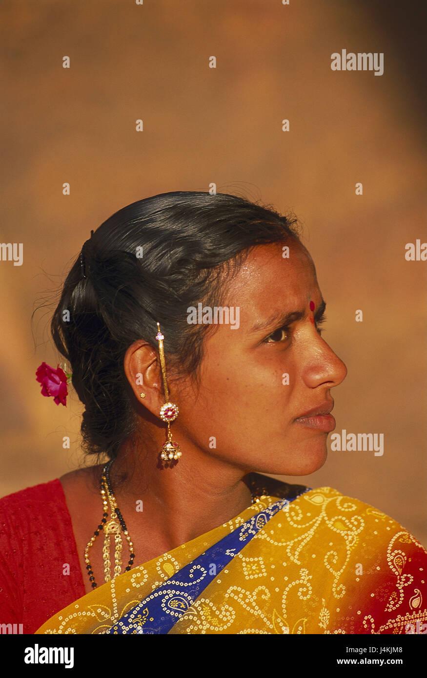 indische-sehr-junge-haarige-bilder-vorraete-nackt