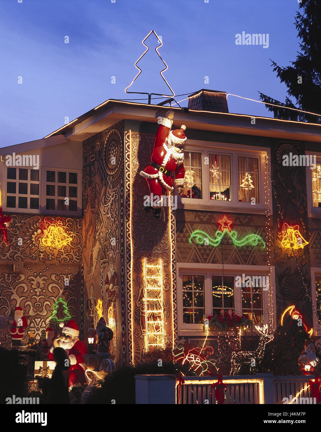 germany hamburg village nien christmas house lighting dusk europe north germany hamburg niendorf house residential house christmas lighting