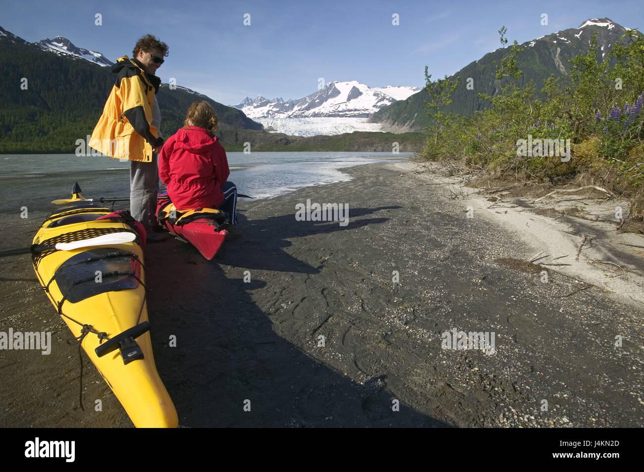 The USA, Alaska, Inside passage, Juneau, Mendenhall brine, shore, kayaks, couple, break North America, the United - Stock Image