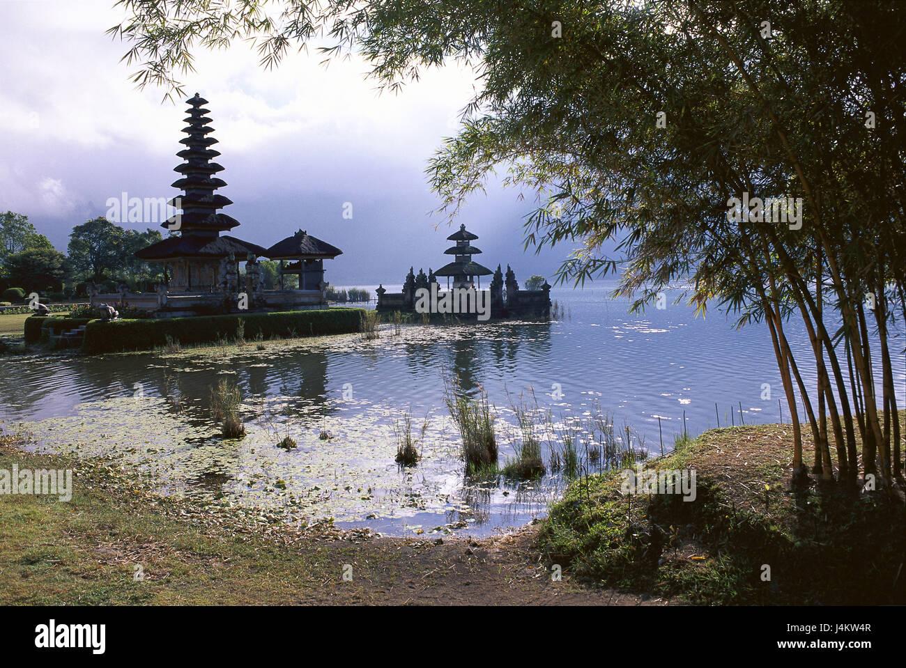 Indonesia, Bali, Bedugul, Danau Bratan lake, Pura Ulun Danu temple, back light Asia, South-East Asia, small Sundainseln, - Stock Image