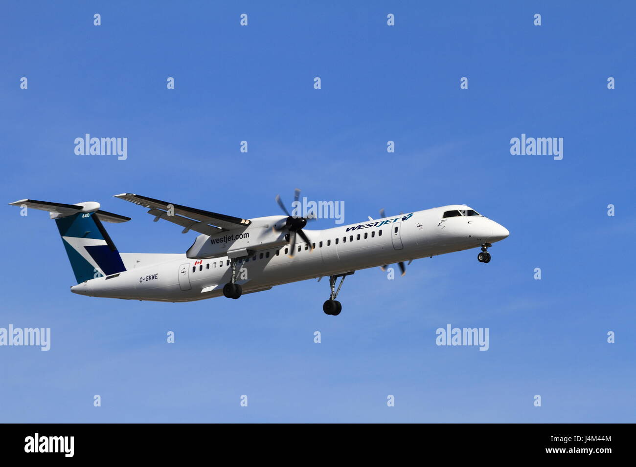Bombardier Dash-8 preparing to land at the Montreal Pierre Elliott Trudeau International airport Stock Photo