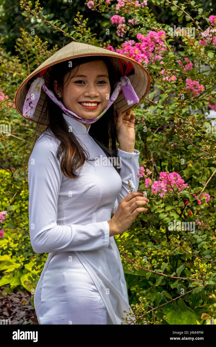Ladies vietnam Single Vietnamese