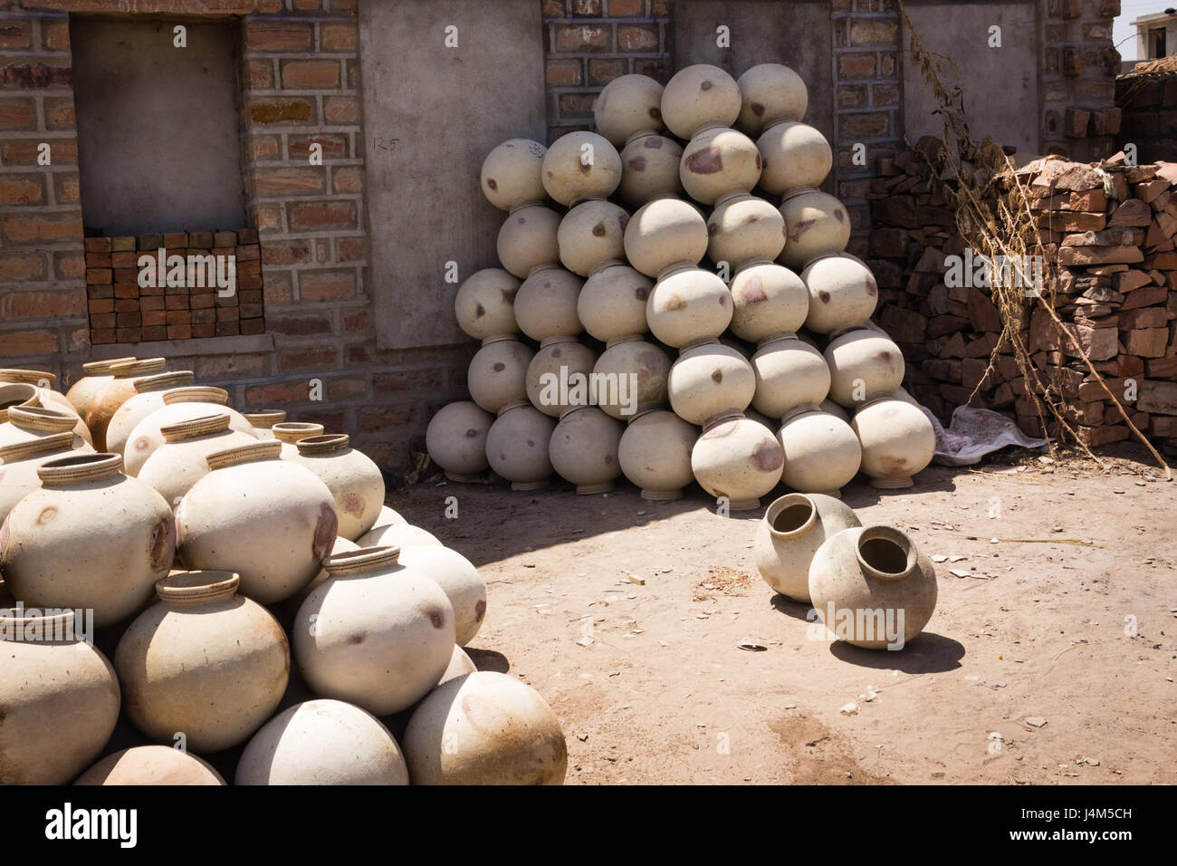 Handmade pottery drying in the sun - Stock Image