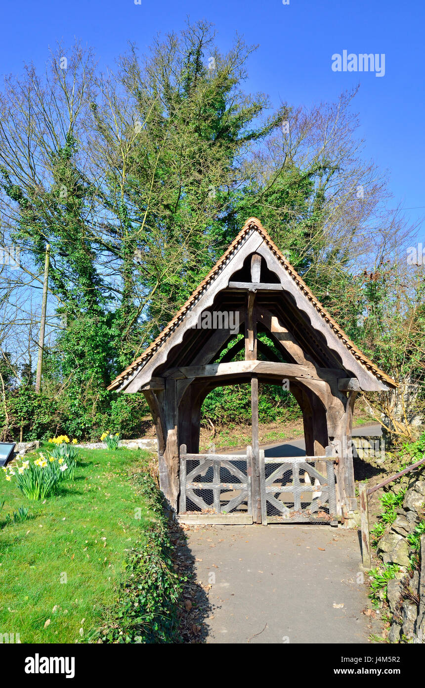 Boughton Monchelsea village, Kent, England. St Peter's Church yard - 16thC (or earlier) lychgate. Grade II listed - Stock Image