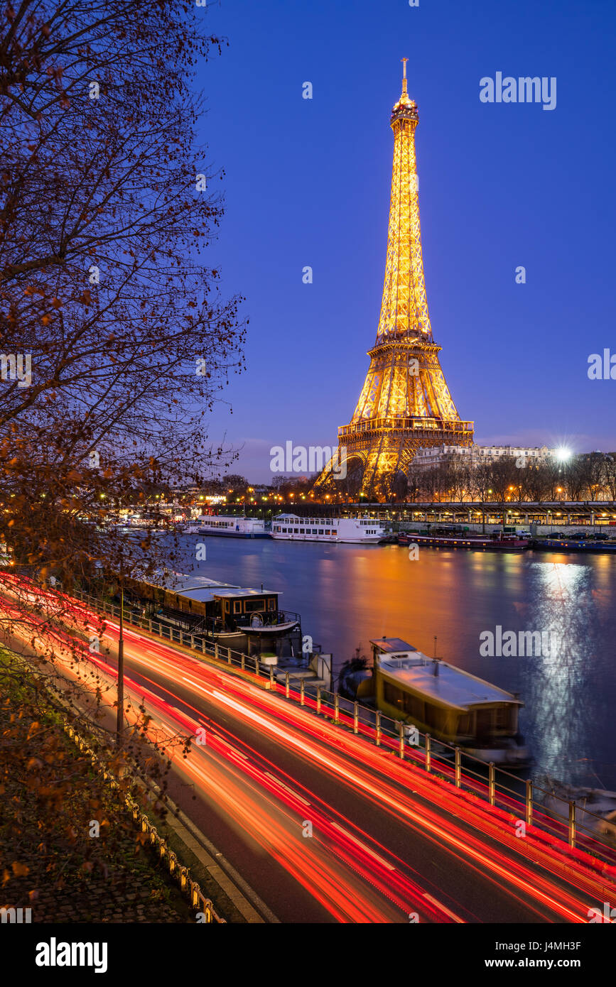 Eiffel Tower illuminated at twilight and Seine River, Paris - Stock Image