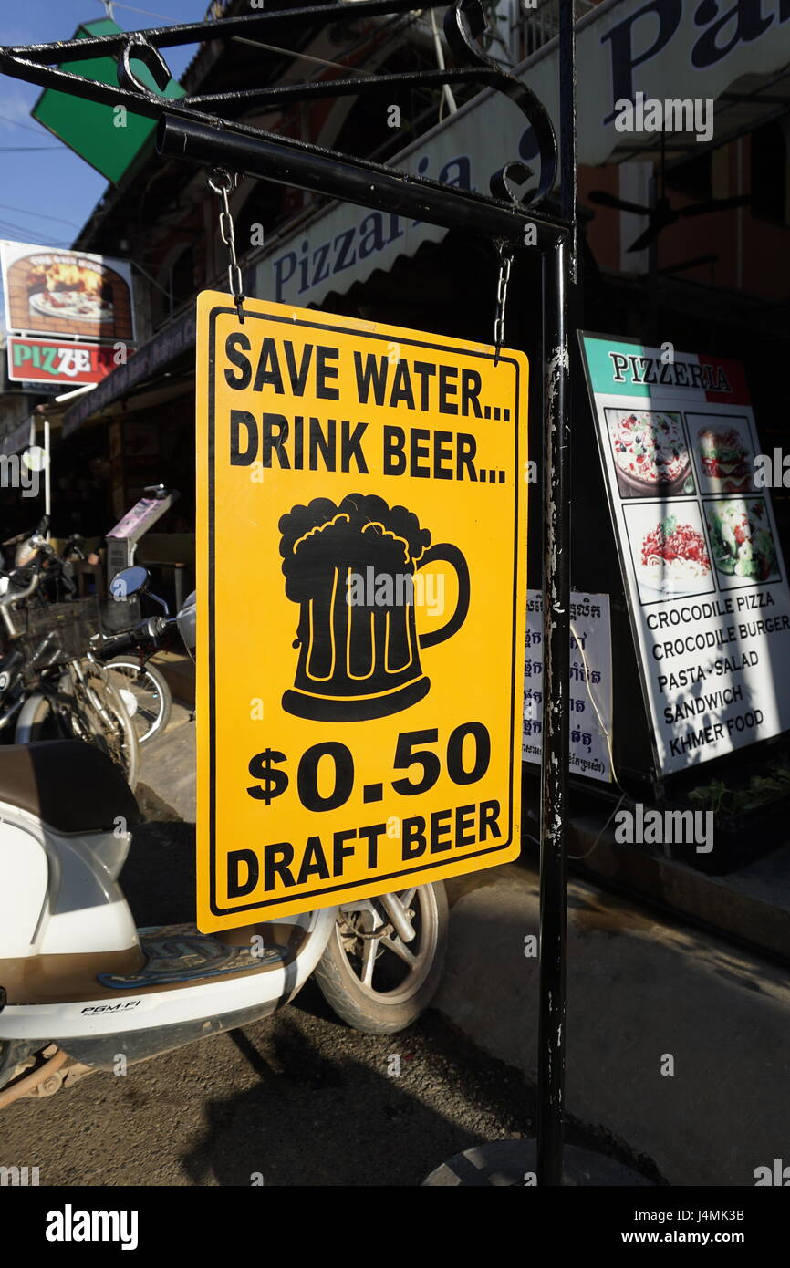 cheap draft beer in Pub Street, Siam Reap, Cambodia - Stock Image
