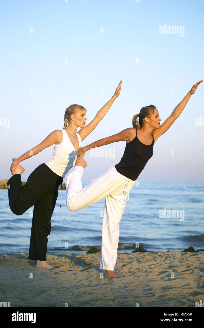 Beach Women Leisurewear Yoga Exercises 20 30 Years Friends Friendship Meditation Meditate Concentration Motion Balance