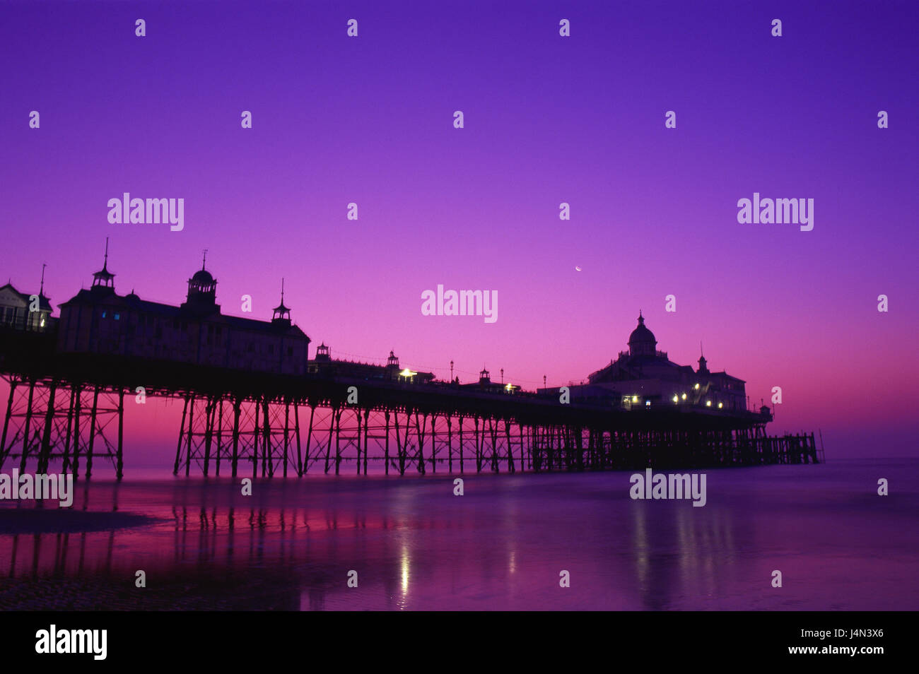 Great Britain, England, Sussex, Eastbourne, pier, silhouette, evening tuning, - Stock Image
