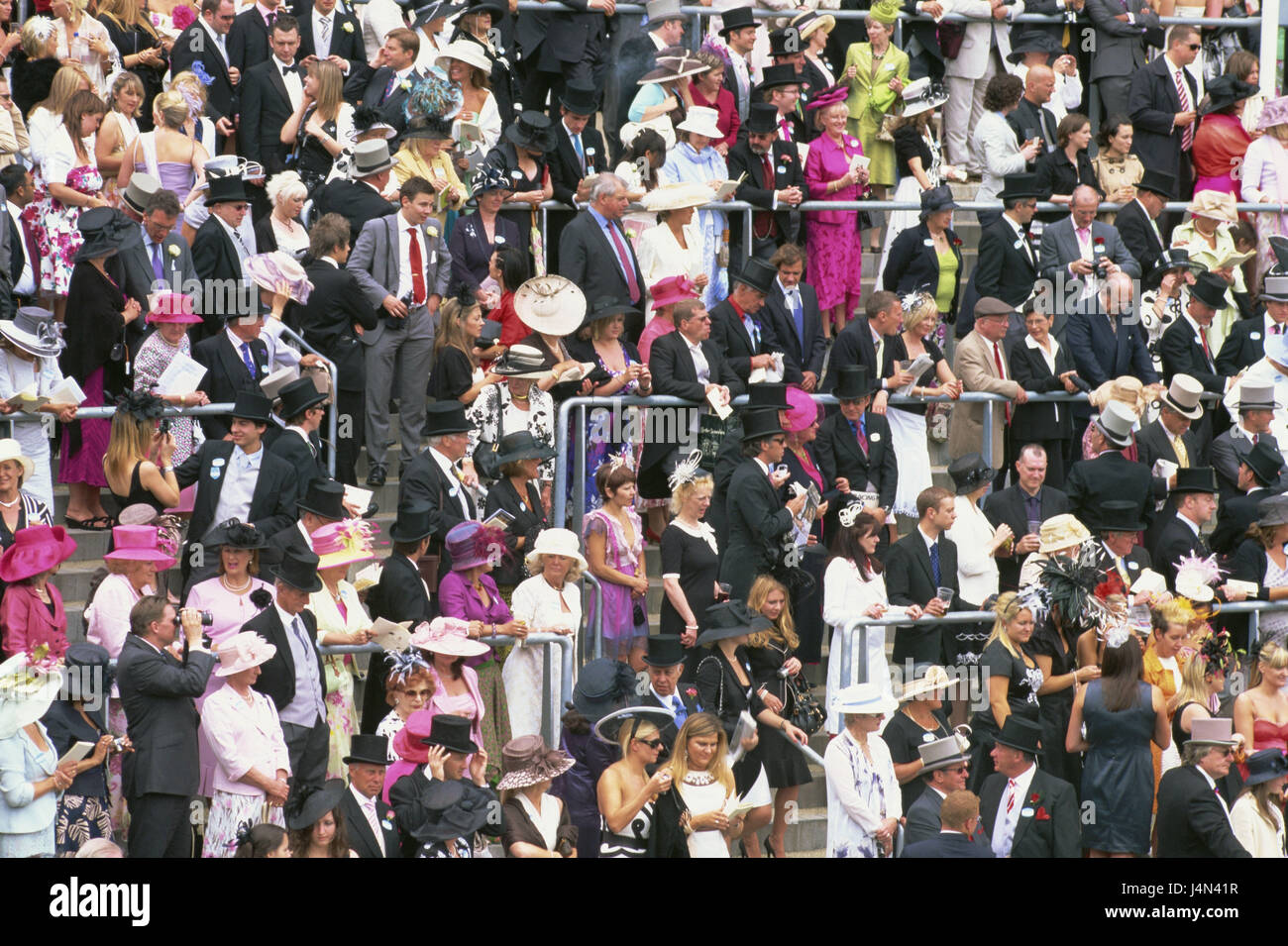 Great Britain, England, Ascot, horse's racecourse, crowd of spectators, no model release, - Stock Image