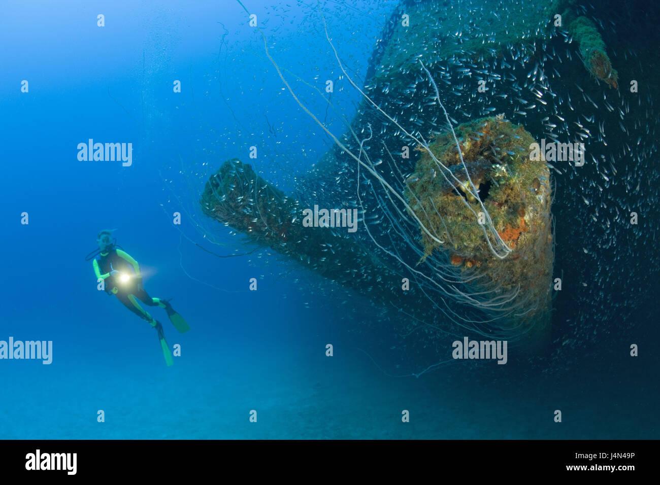 Diver, ship wreck, 12 inches Geschütz, USS Arkansas, - Stock Image