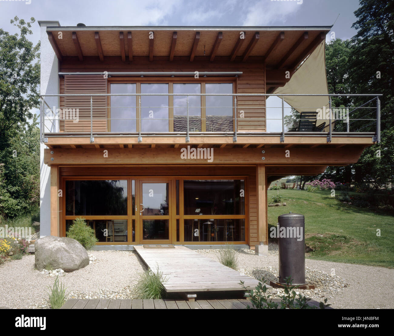 Residential house, outside, flat roof, balcony, stone garden ... on
