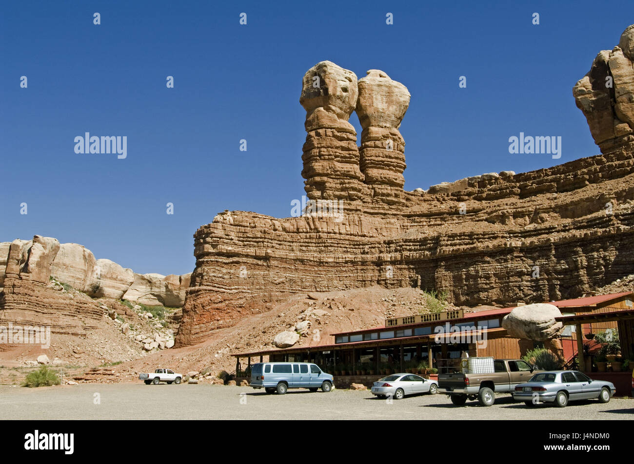 The USA, Utah, bluff, Twin of rock, post-office buildings, car, - Stock Image