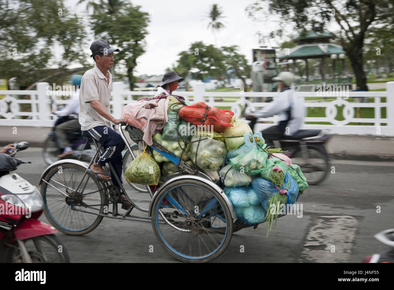 Vietnam, Gee up, wheels, cyclists, transport, food, no model release, - Stock Image
