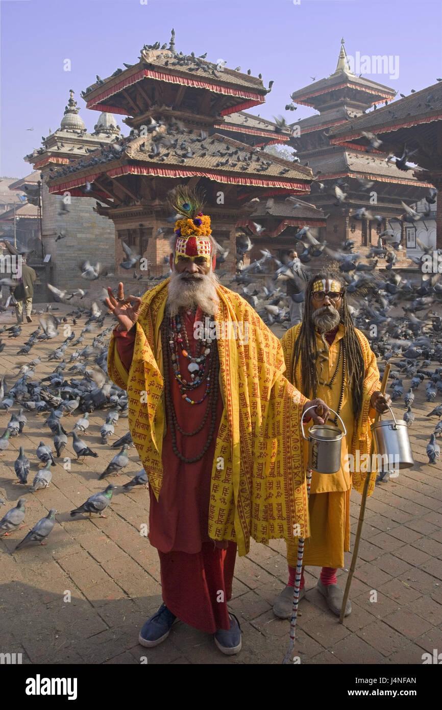 Nepal, Katmandu, Durbar Square, Sadhus, pigeons, - Stock Image
