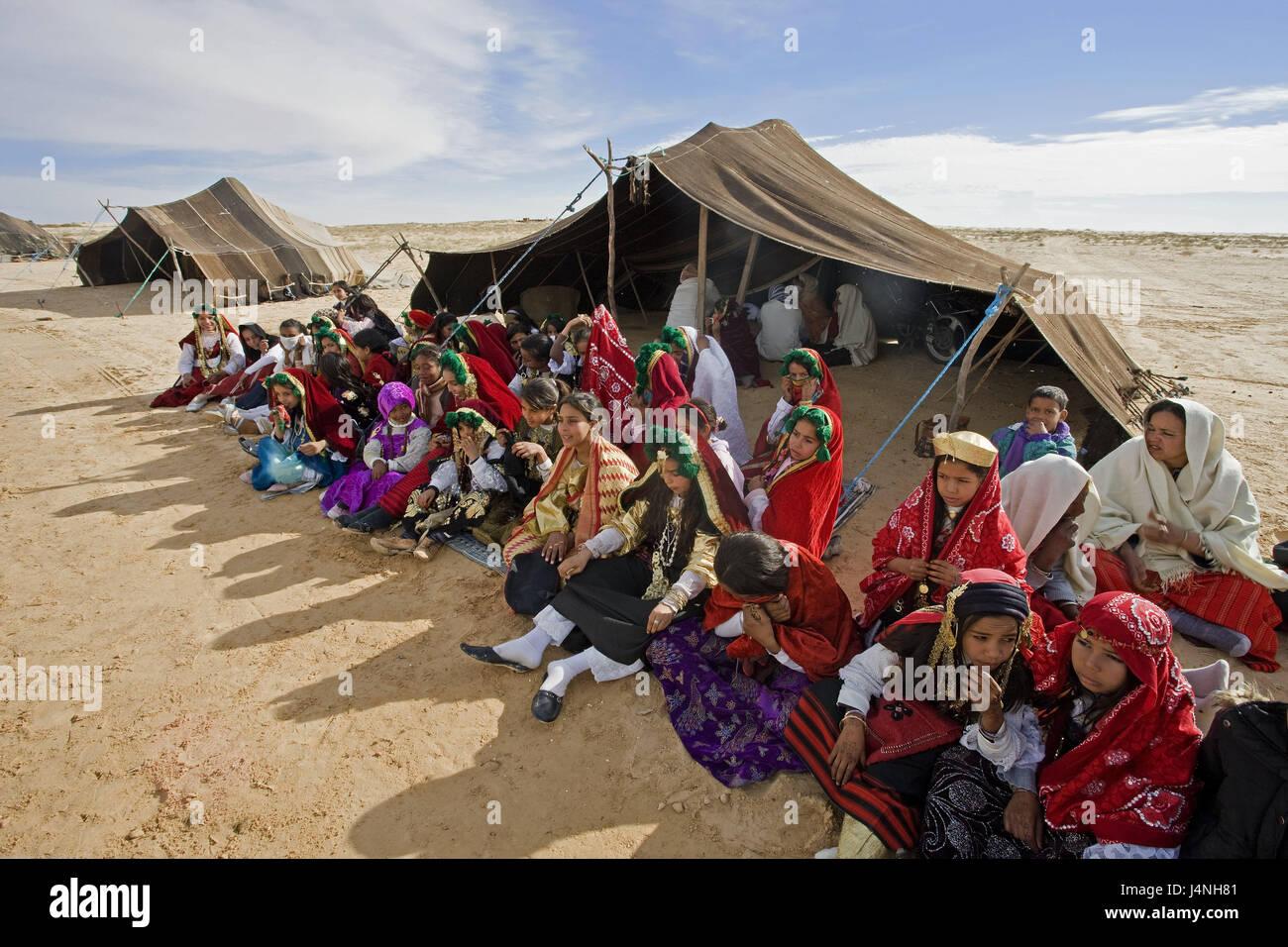 tunisia-douz-sahara-festival-berber-tents-north-africa-sahara-festival-J4NH81.jpg