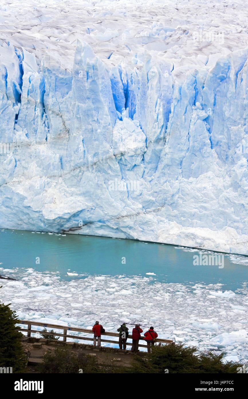 Argentina, Patagonia, Lago Argentino, Glaciar Perito Moreno, scarp, lookout, tourist, no model release, - Stock Image