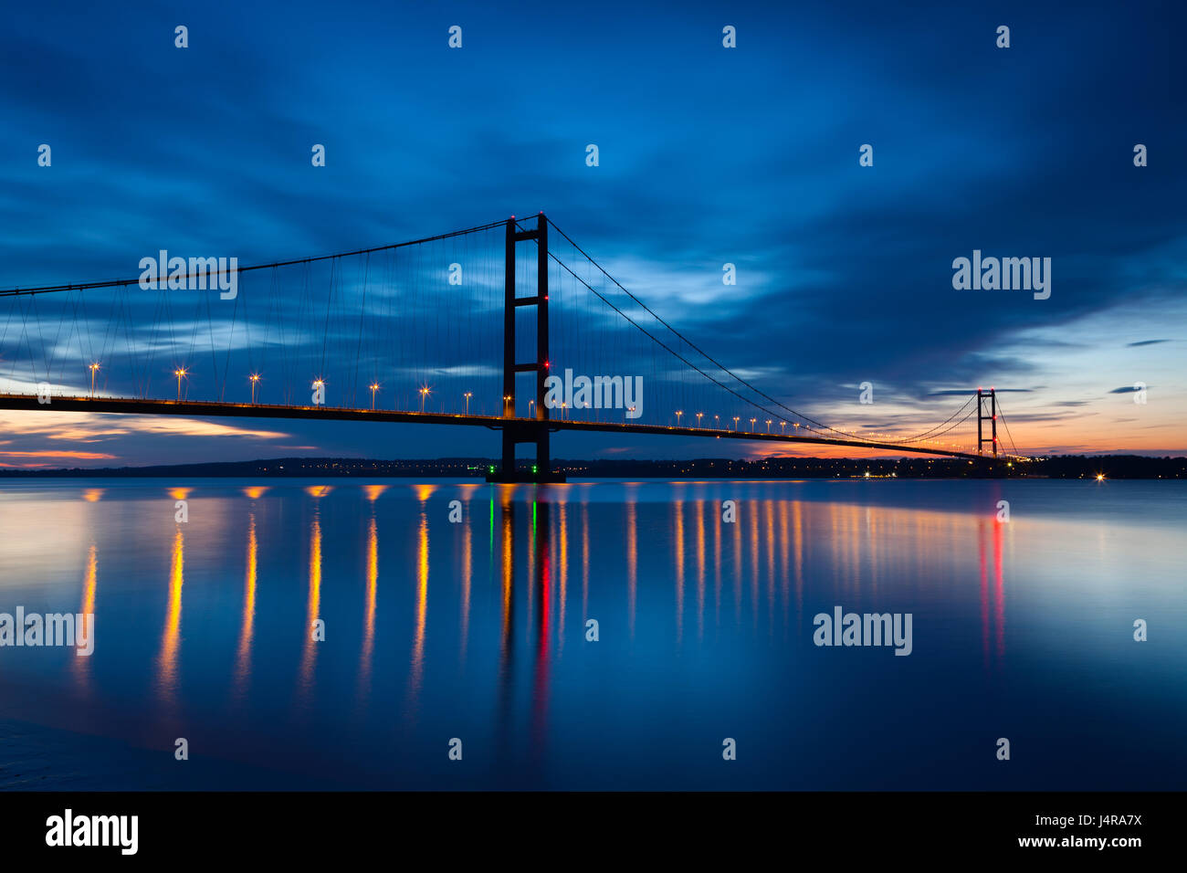 UK Weather: Barton-upon-Humber, North Lincolnshire, UK. 13th May 2017. The Humber Bridge at dusk. Credit: LEE BEEL/Alamy - Stock Image