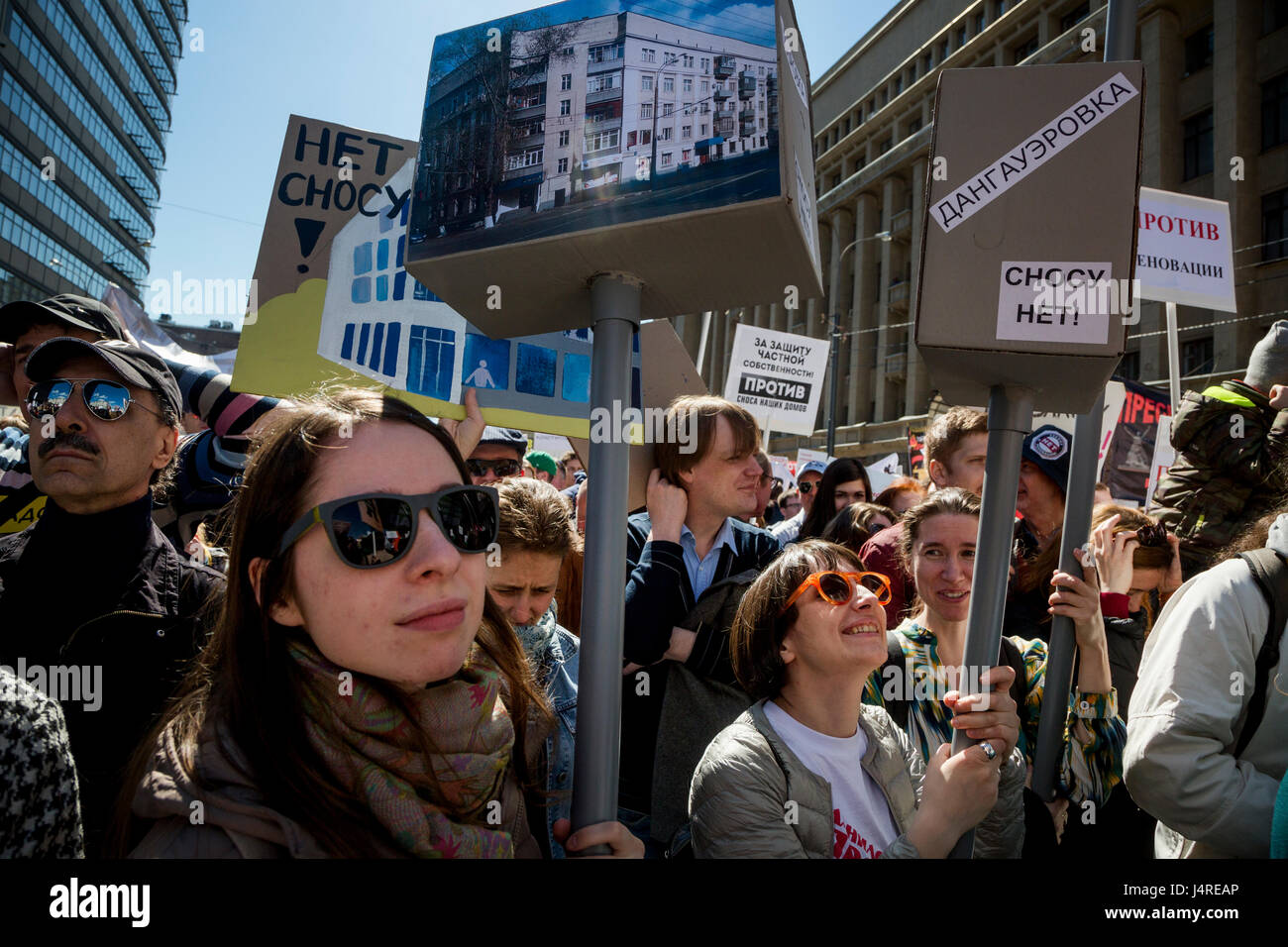 Moscow, Russia. 14th May, 2017. Demonstrators during a protest in Moscow against the city's controversial plan - Stock Image