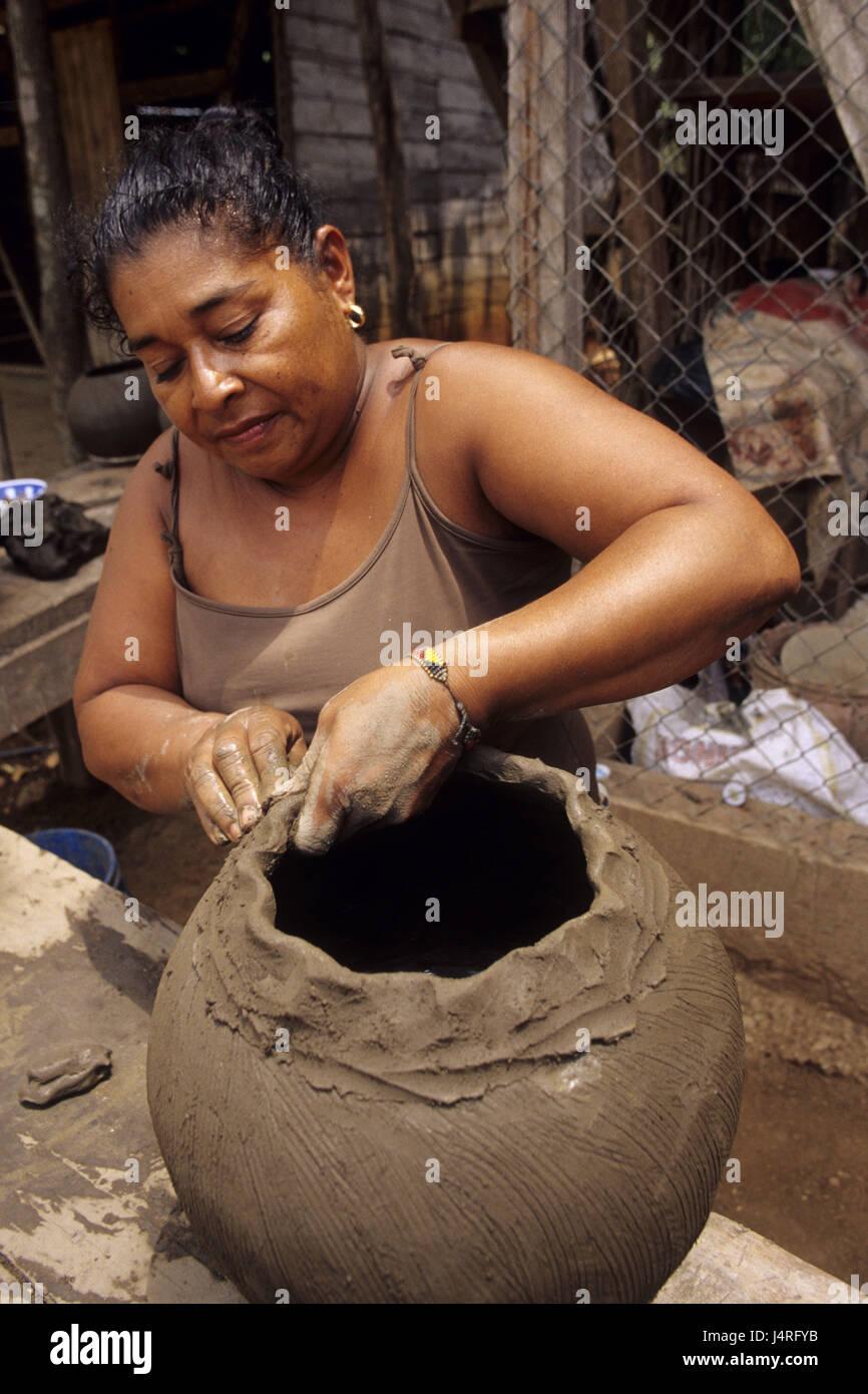 Costa Rica, Guaitil, woman, do pottery, - Stock Image