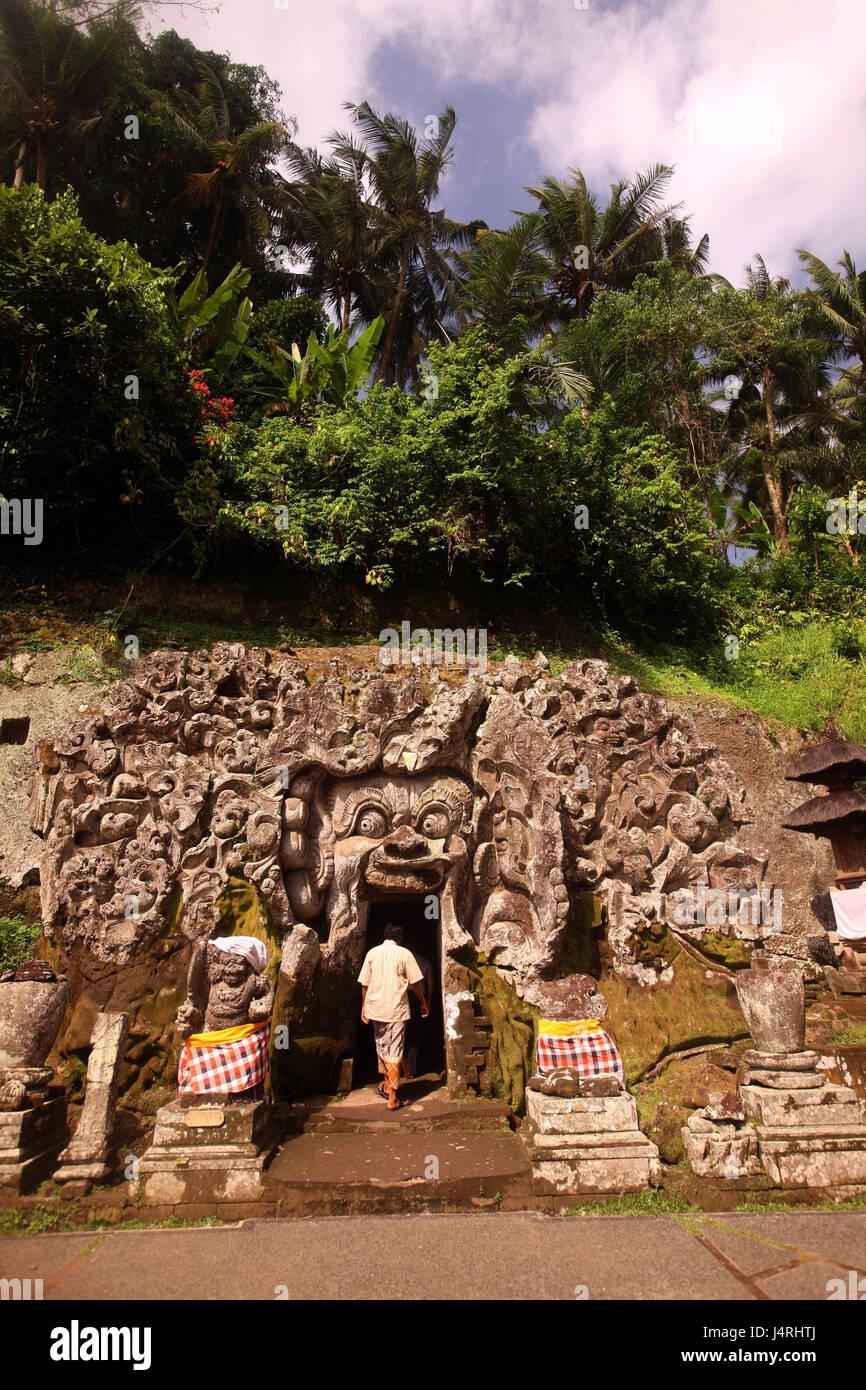 Indonesia, Bali, island, Ubud, temple, Goa Gajah, pit, input, tourist, no model release, - Stock Image