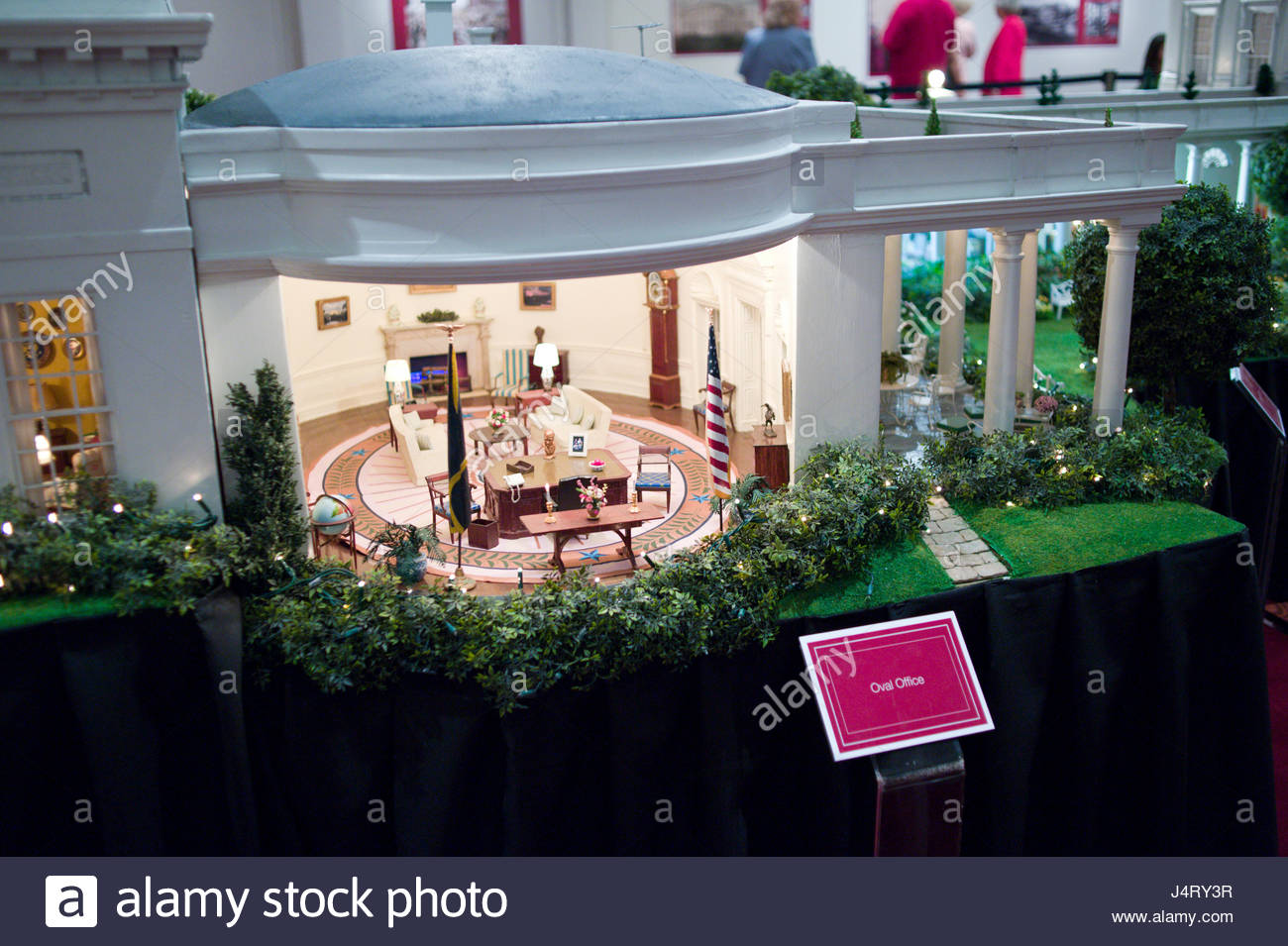 Scale Model Of The Oval Office In The White House On Display ...